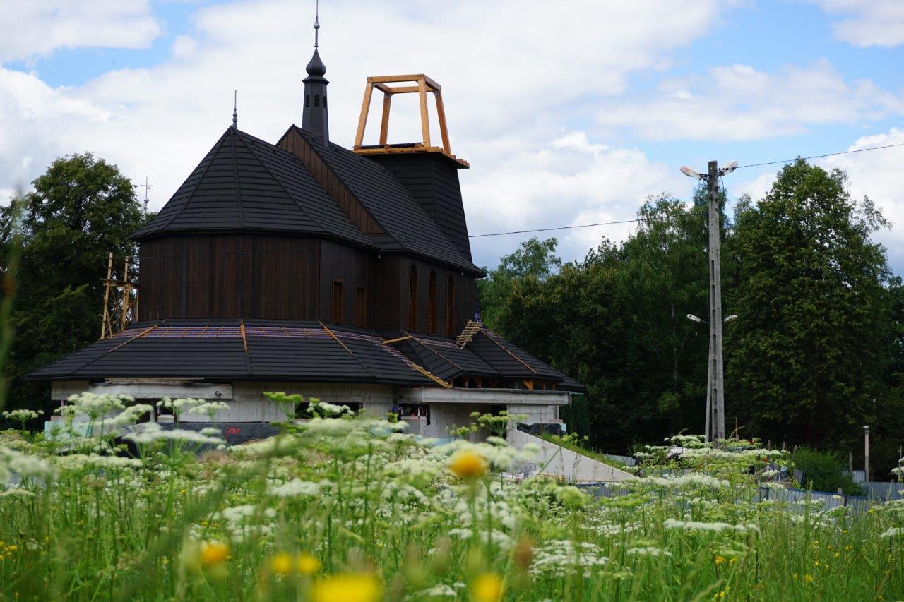 Renowacja spalonego kościółka na Woli Justowskiej w Krakowie